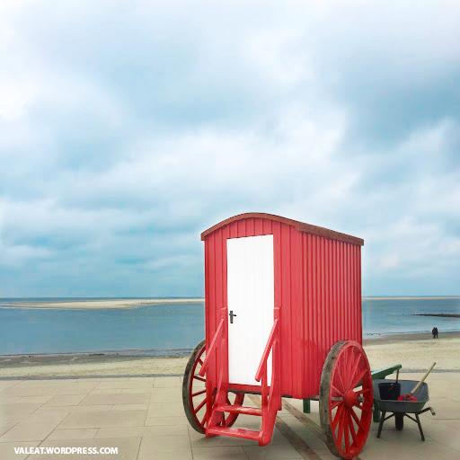 Historischer Badewagen auf der Nordseeinsel Borkum. Foto: (c) Valeat